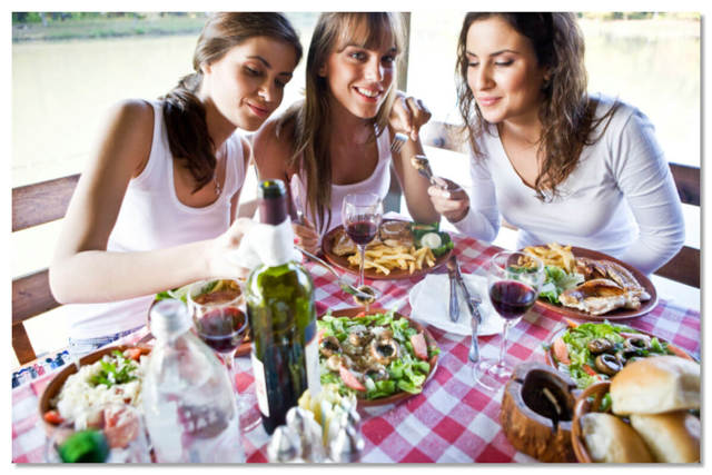 Чем едят в разных странах: самые необычные способы приема пищи