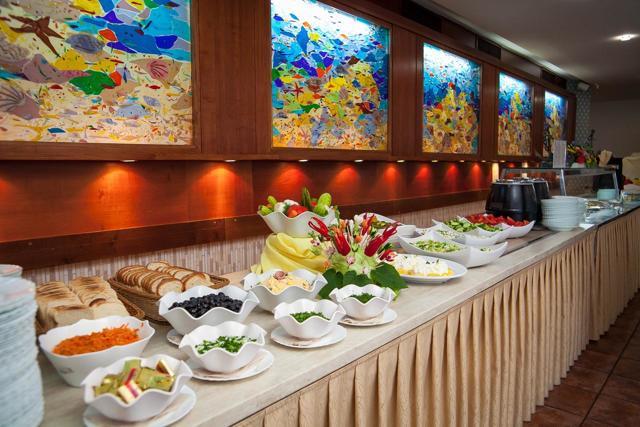 Где вкусно и недорого поесть в Золотых Песках — 10 лучших кафе и ресторанов болгарского курорта