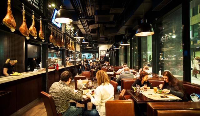 Бургеры с доставкой по Москве: рейтинг заведений, цены
