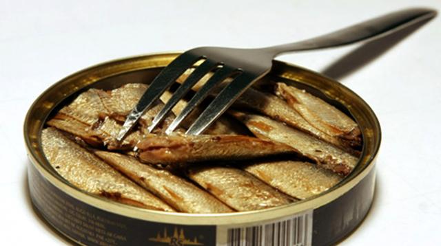Консервы шпроты: польза и вред, состав, калорийность, из чего делают