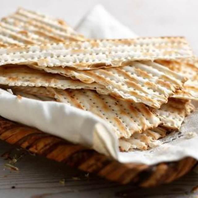 Еврейская маца: польза и состав