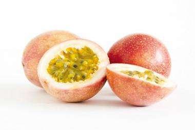 Маракуйя: фото и описание фрукта, состав, калорийность, полезные свойства и вред