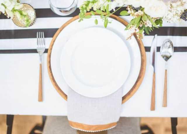 Праздничная сервировка стола к чаю в домашних условиях