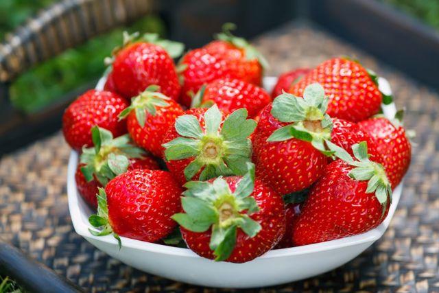 Клубника: состав, калорийность, витамины, полезные свойства