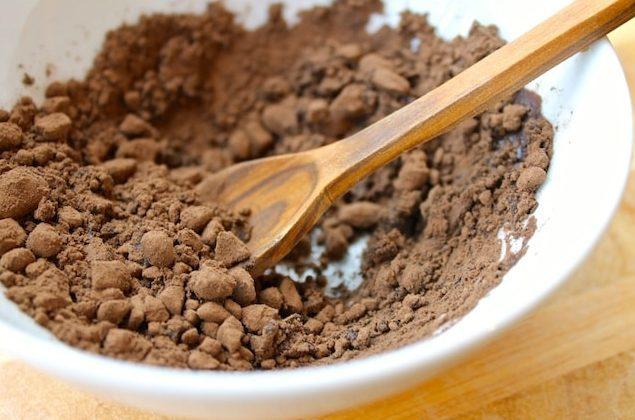Черемуховая мука: полезные свойства и противопоказания, состав и калорийность