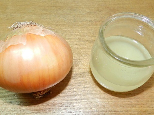 Чем полезен лук при простудах и какие витамины входят в его состав, как используется в косметологии