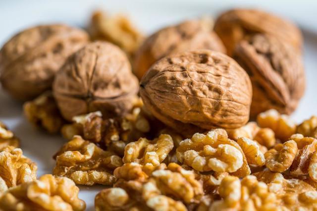 Грецкий орех: фото и описание, состав, калорийность