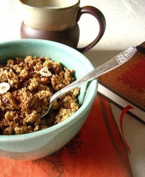 Гранола: состав, калорийность, польза и противопоказания, как едят