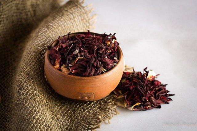 Состав и полезные свойтства черного, зеленого и красного чая каркадэ