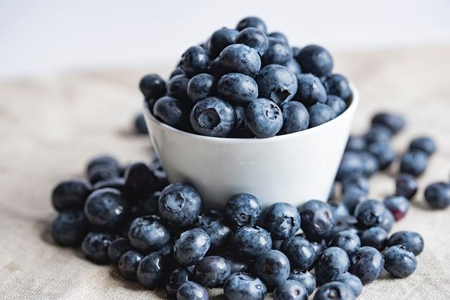 Черника: состав, калорийность, витамины, минеральные вещества, полезные свойства