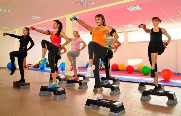 Упражнения для желудка и кишечника: польза и вред